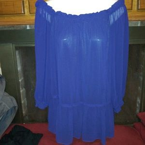 Gorgeous oversize flowy top with lining.